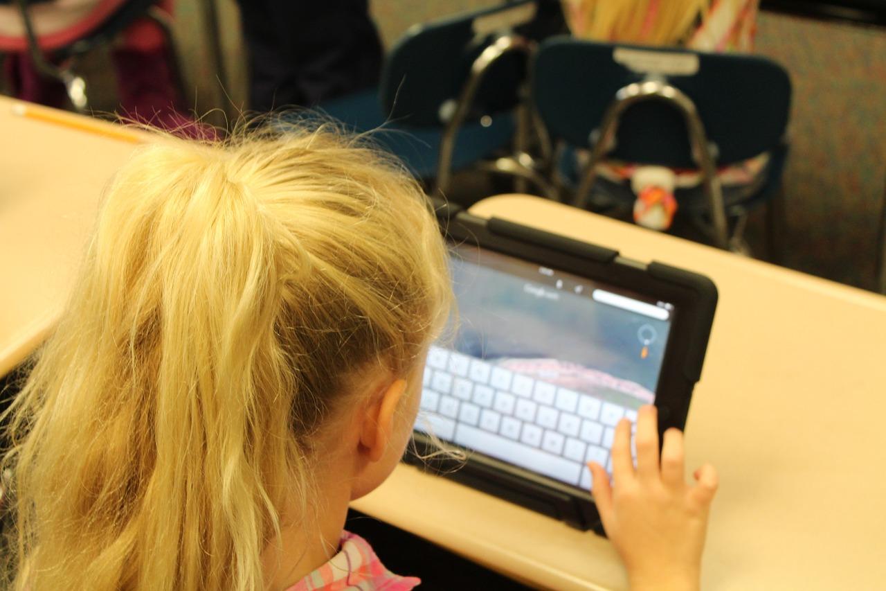 Parents : pourquoi limiter le temps passer devant les écrans ?